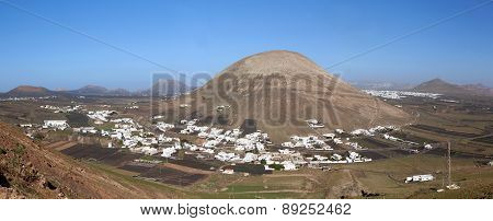 Lanzarote - Montana Blanca with the Monte Guatisea