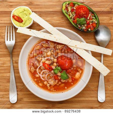 Chili Con Carne With Guakomolle