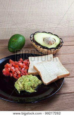 Tomato With Avocado Sauce