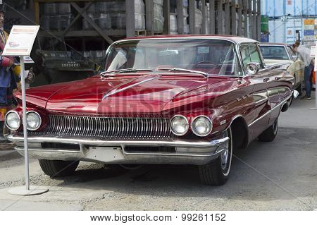 Retro car Buick Invicta