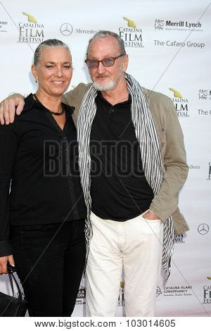LOS ANGELES - SEP 26:  Nancy Booth, Robert Englund at the Catalina Film Festival Saturday Gala at the Avalon Theater on September 26, 2015 in Avalon, CA