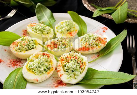 eggs with cottage cheese, wild leek and paprika