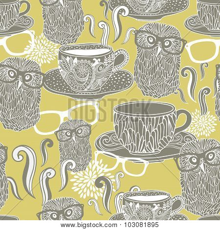 Seamless pattern with doodle cups with hot drink and hipster owls in eyeglasses.