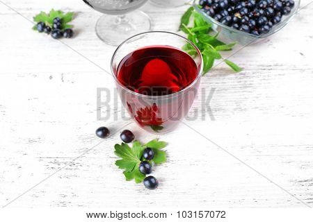Fresh currant juice with berries on table close up