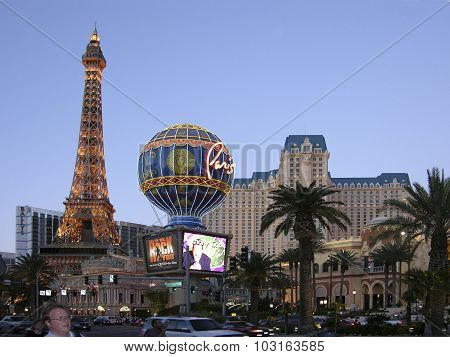 Las Vegas Boulevard And Eifell Tower Restaurant