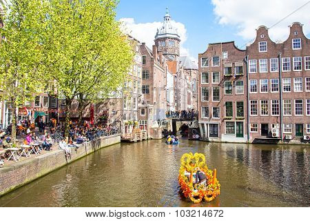 AMSTERDAM - APR 27: People celebrating Kings Day in Amsterdam on April 27. 2015 in the Netherlands