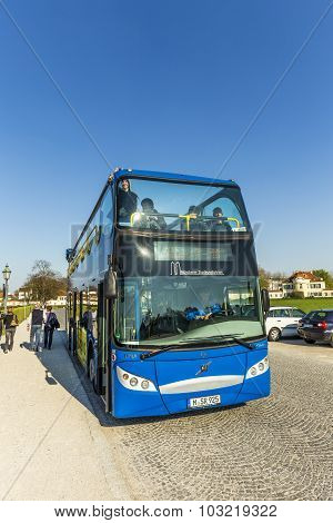 : People Enjoy Munich By Hop On Hop Off Busses