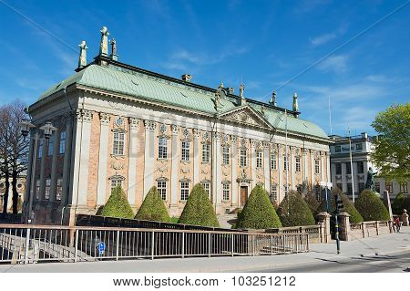 Exterior of the House of Nobility and statue of Gustaf Eriksson Vasa in Stockholm, Sweden.