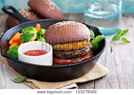 Beef burgers with pineapples and chocolate buns
