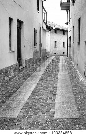 Serralunga d'Alba: old alley. Black and white photo