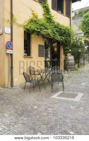 Serralunga d'Alba: old alley. Color image
