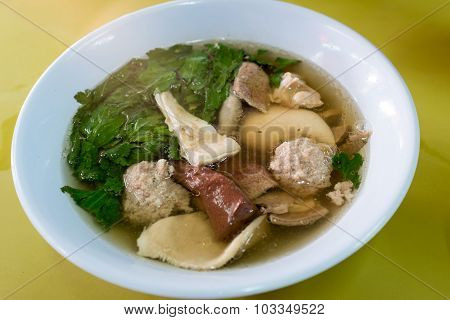 Soup with congealed pork blood, minced pork and pork organ