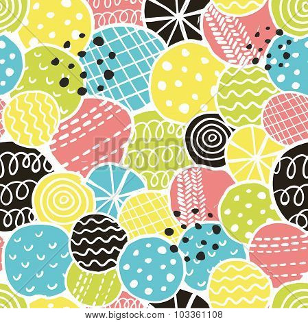 Cute seamless pattern with decorative rounds.