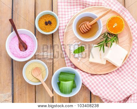 Natural Spa Ingredients Sea Salt , Tanaka , Aloe Vera,orange,rosemary And Honey  For  Scrub And Skin