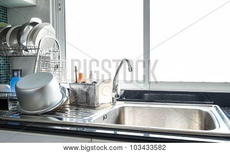 Stainless kitchenware set