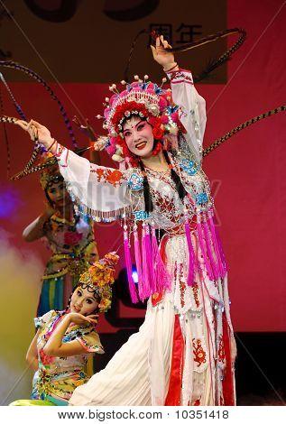 Pretty Chinese Opera Actrss