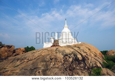 Kirinda Stupa