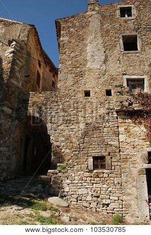Building In Motovun