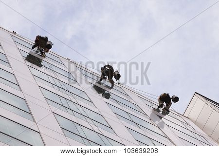 Climbers Clean The Windows