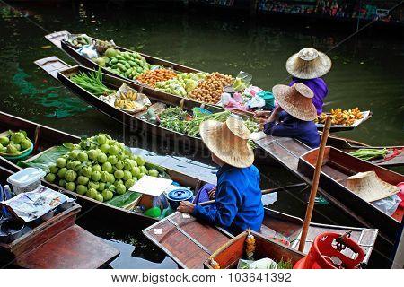 RATCHABURI, THAILAND - JULY 5: Fruit boats at Damnoen Saduak floating market on July 5, 2009 in Ratc