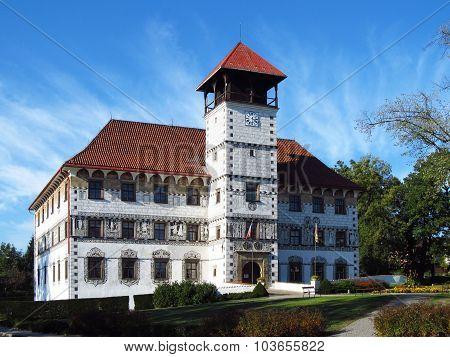 chateau in Stara Ves