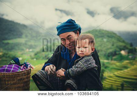 Hmong ethnic minority women with their children in Mu Cang Chai, Vietnam