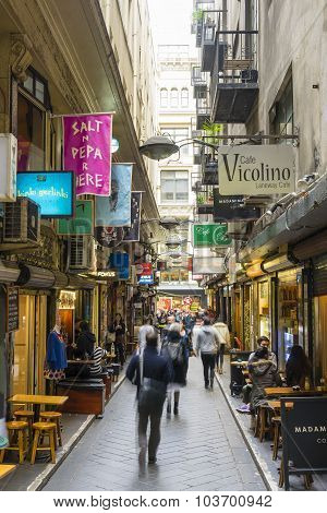 Laneway with cafes and people in Melbourne