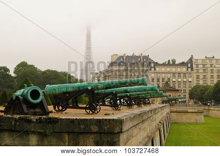 Les Invalides Canons