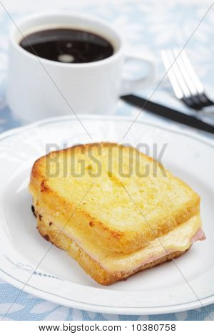 Croque-monsieur sandwich