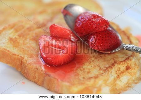 French toast with macerated strawberries