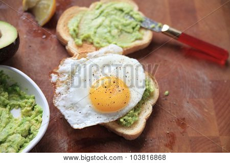 Toast with mashed avocado and fried egg
