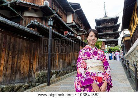 Japanese woman visit yasaka pagoda