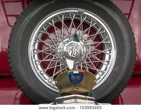 Mg Retro Vintage Car Spare Wheel Detail