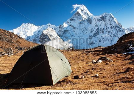 Camping Under Ama Dablam - Trek To Everest Base Camp