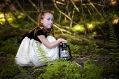������, ������: Portrait Of A Little Girl In The Woods