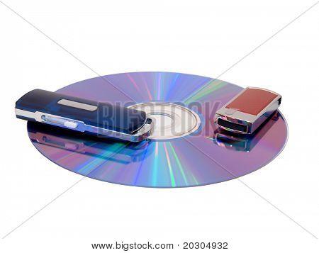 Farbfoto der Speichergeräte auf einer Computer-Festplatte auf weißem Hintergrund