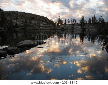 Nascer do sol no Lago do paraíso