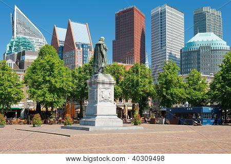 Statue Prince Willem De Eerste On The Plein