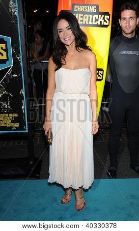 LOS ANGELES - 18 de outubro: Abigail Spencer chega para