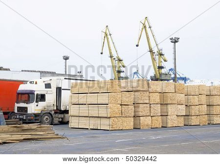 wood deposit in port