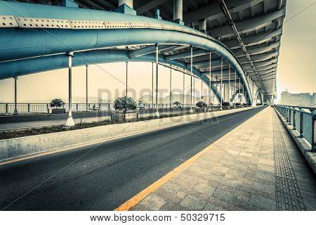traffic through the modern bridge