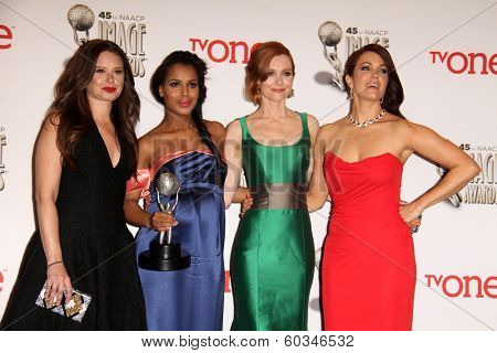 vLOS ANGELES - FEB 22:  Katie Lowes, Kerry Washington, Darby Stanchfield, Bellamy Young at the 45th NAACP Image Awards Press Room at Pasadena Civic Auditorium on February 22, 2014 in Pasadena, CA