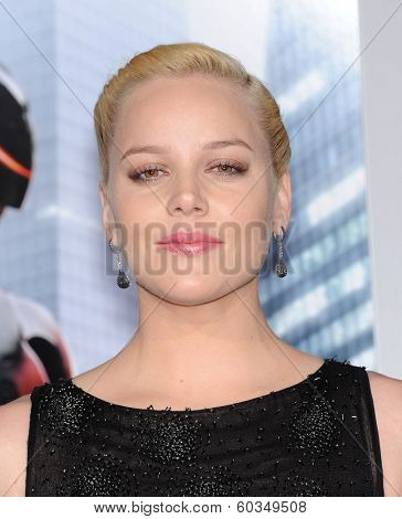 LOS ANGELES - FEB 10:  Abbie Cornish arrives to the