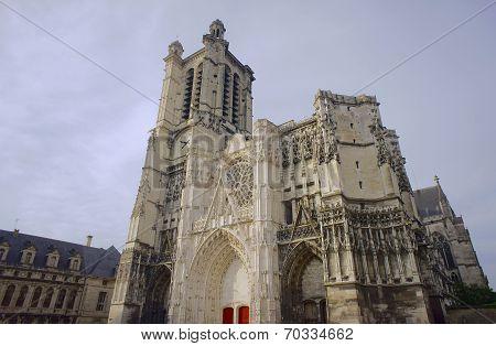 Gothic Saint-Pierre-et-Saint-Paul Cathedral