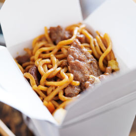 image of lo mein  - beef lo mein in take out box - JPG