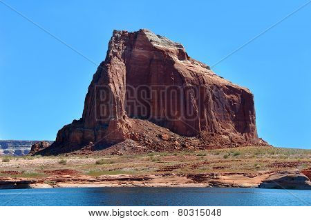 Arid Shoreline Of Lake Powell