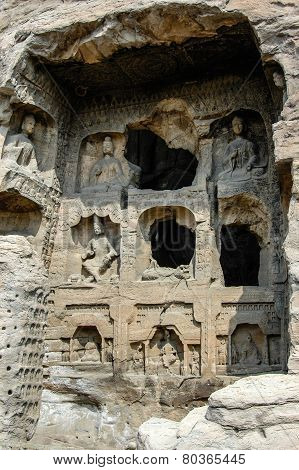 many bodhisattvas in a cave