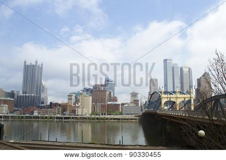 Smithfield Street Bridge And Pittsburg Skyline