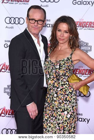 LOS ANGELES - APR 14:  Clark Gregg & Jennifer Grey arrives to the Marvel's