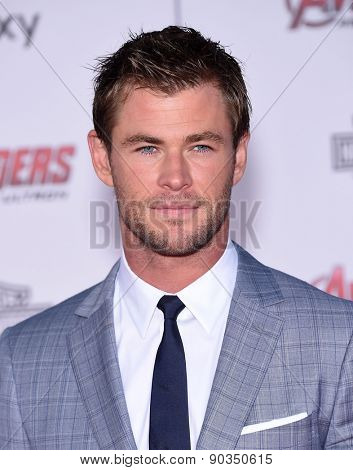LOS ANGELES - APR 14:  Chris Hemsworth arrives to the Marvel's